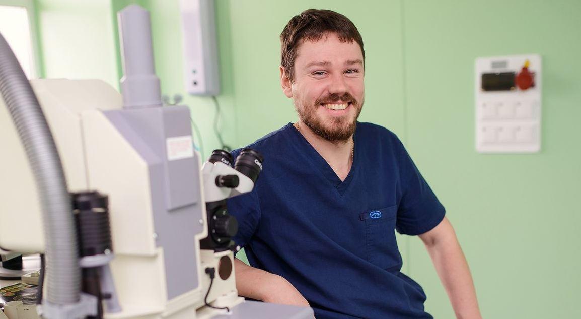 Мурашев офтальмохирург